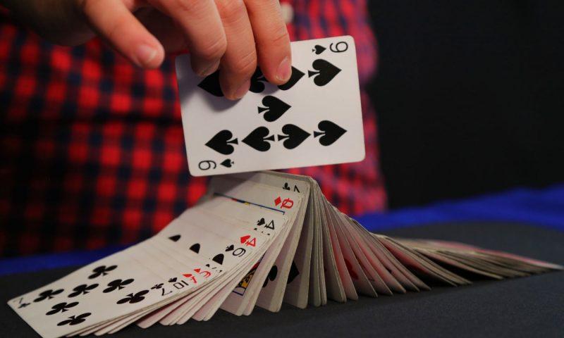 Como Fazer Mágica com Cartas